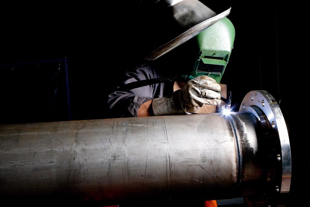 Soudeur TIG - TIG welder - visuel fotolia 35657420